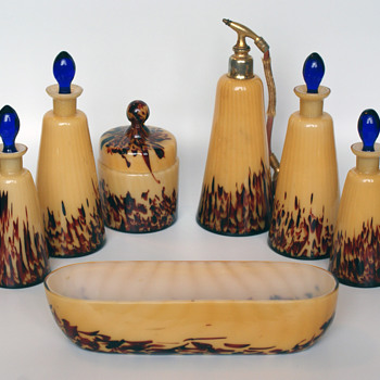 I believe this to be a WELZ toiletry set - Art Glass