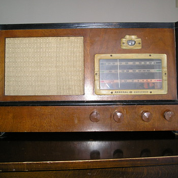 Vintage General Electric Radio