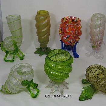 "MY KRALIK SHELL COLLECTION CZECHOSLOVAKIA CA. 1900 AND ONE ""SORE THUMB"" CA 1920'S OR 30'S - Art Glass"