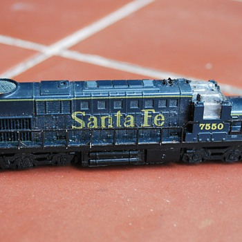 Please Help Identify This Electric Santa Fe Scale Locomotive For Me - Model Trains