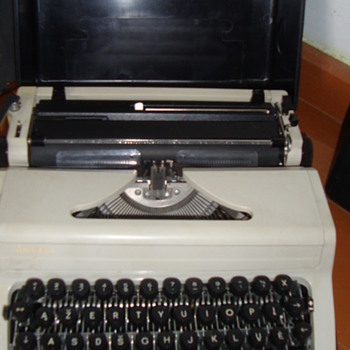 Russian made Old typing machine