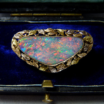 Late C19th to Early C20th Australian White Cliffs Opal Gold Brooch - Fine Jewelry