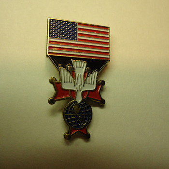 U.S.A. FLAG -KNIGHTS OF  COLUMBUS -PIN. - Medals Pins and Badges