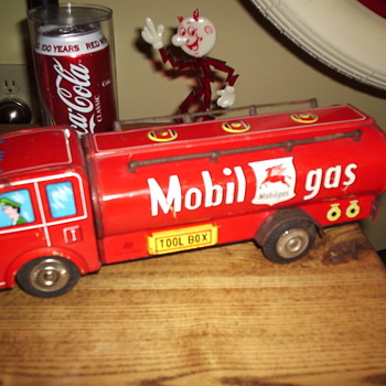 Vintage Mobil Gas Tin Friction Truck - Toys