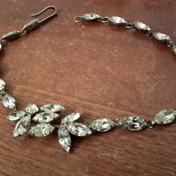1950sAustralian Donald Simpson white rhinestone necklace( incomplete)