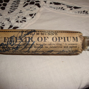 """The Quack Doctor"" -Dr. M'Munn's -[""John B""] -(""McMunn's"") Elxir of Opium Bottle-"