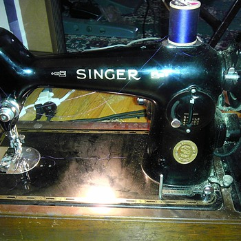 please help me figure out this vintage singer!  - Sewing