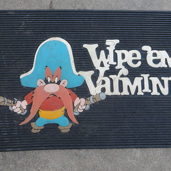Looney Tunes 'Wipe 'em Varmits' Door Mat