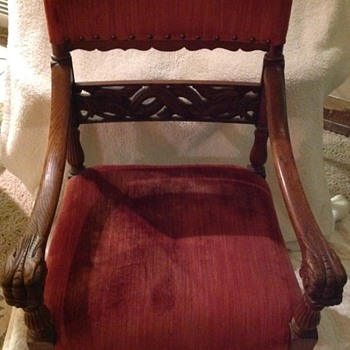 One of two arm chairs I have. Hand or machine carved? How do I tell?