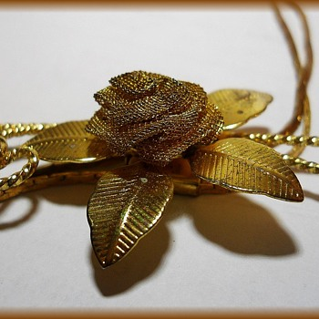 Vintage Gold Tone Mesh Flower ( lariat ) type Necklace
