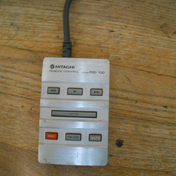Hitachi RB-100 remote (corded) for cassette decks from the early 1980's - Electronics