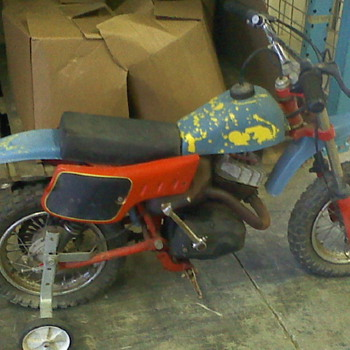 ITALJET MOTO 53-10623 MINIBIKE WITH TRAINING WHEELS