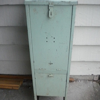 ANTIQUE VINTAGE MEDICAL? DENTAL? APOTHECARY? DOCTOR MEDICINE CABINET