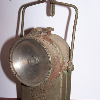 vintage railroad lantern?? I don&#039;t know, please help!