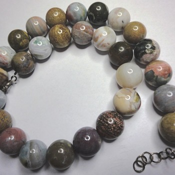 VINTAGE NATURAL BEAD NECKLACE, WHO CAN HELP?