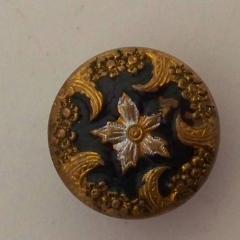 Metal button with painted flower