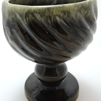 HULL U.S.A. POTTERIES - Green Goblet Planter
