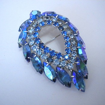 Blue Lagoon - D&E for Sarah Coventry Brooch - Costume Jewelry