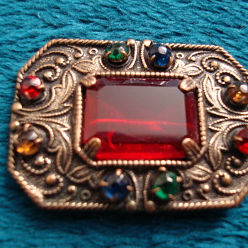 Tiny little Brooch - Costume Jewelry