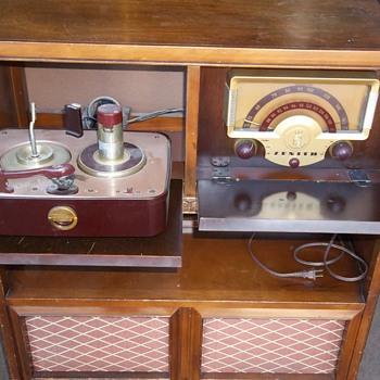 Zenith Console Radio - Radios