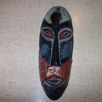 African small mask figurine