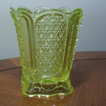 Vaseline Spooner - Glassware