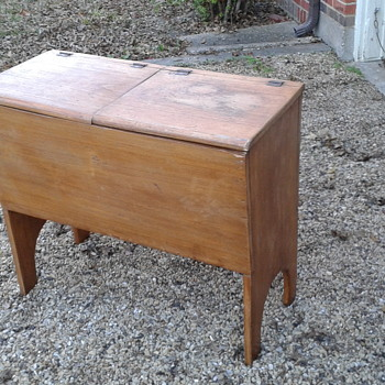 Need help to Identify this Primitive Piece - Furniture