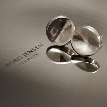 Georg Jensen modernist Concave ear studs #136 D (Nanna Ditzel). - Fine Jewelry