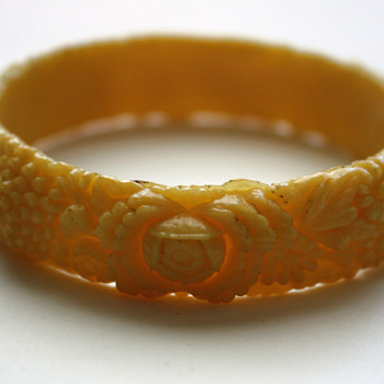 Celluloid bangle - Costume Jewelry