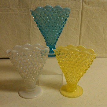 SET OF 3 EARLY FENTON HOBNAIL SCALLOPED FAN VASES