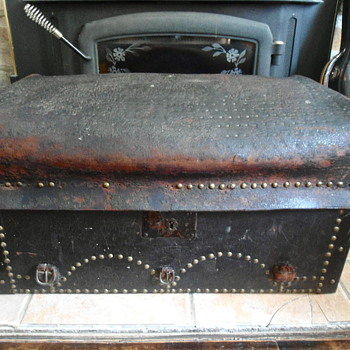 Antique Leather Soft Top Trunk late 1700's early 1800's