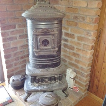 Magee's Standard 1882 wood-burning stove