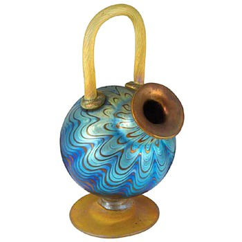 A Loetz ornamental vase - Art Glass