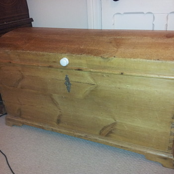 Colonial immigrant trunk/chest