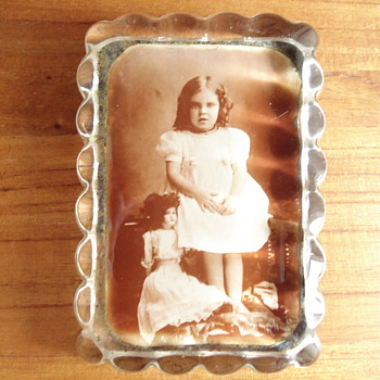 Vintage paper weight - Photographs
