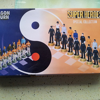 Dragon Return Super Heroes special edition ,. Bruce Lee Chess set  - Movies