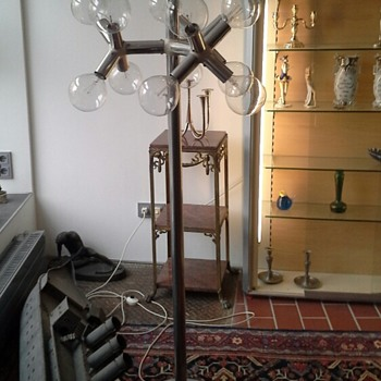i try to find the maker of two lamps...