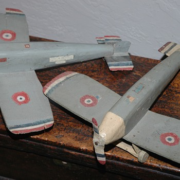 Neat folk art wood Airplanes - Folk Art