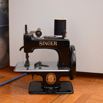 Singer toy sewing machine - early 50s?
