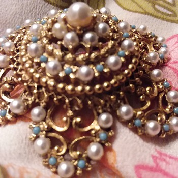Round Six point Filigree? Brooch With Turquoise Seed Stones & White Seed Faux Pearls - Costume Jewelry