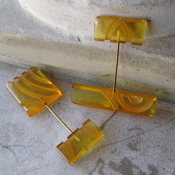 Applejuice bakelite jabot or hat pins - Costume Jewelry