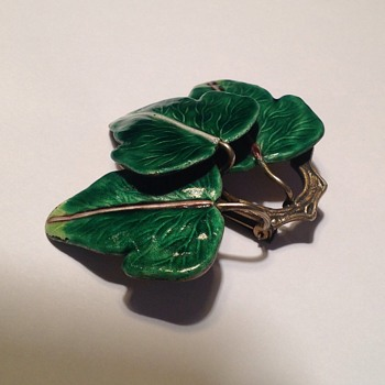 Large silver enamel leaf clip - Asian