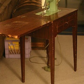 Green Singer Sewing Machine - Sewing