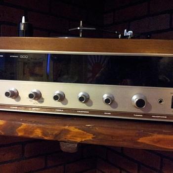 Magnavox Idler Wheel Turntable/Stereo