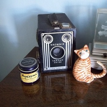 Brownie Six-20 Camera/Noxzema jar - Cameras