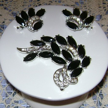Sarah Coventry Brooch & Earrings - Vienna - Costume Jewelry