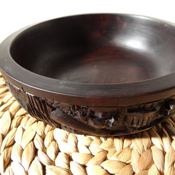 Heavy carved wood bowl - Asian