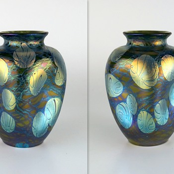 A tale of two signed Loetz Phänomen Genre 1/215 vases.