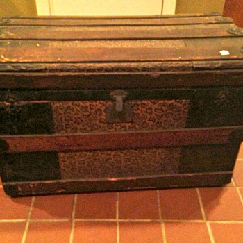 Antique trunk auction find...