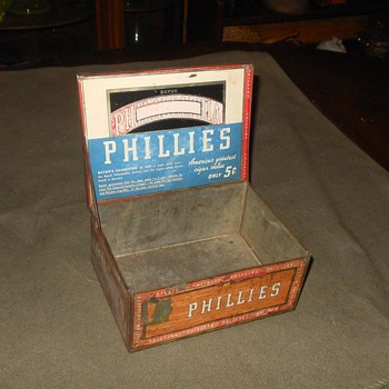 Bayuk Phillies Tin Cigar Box
